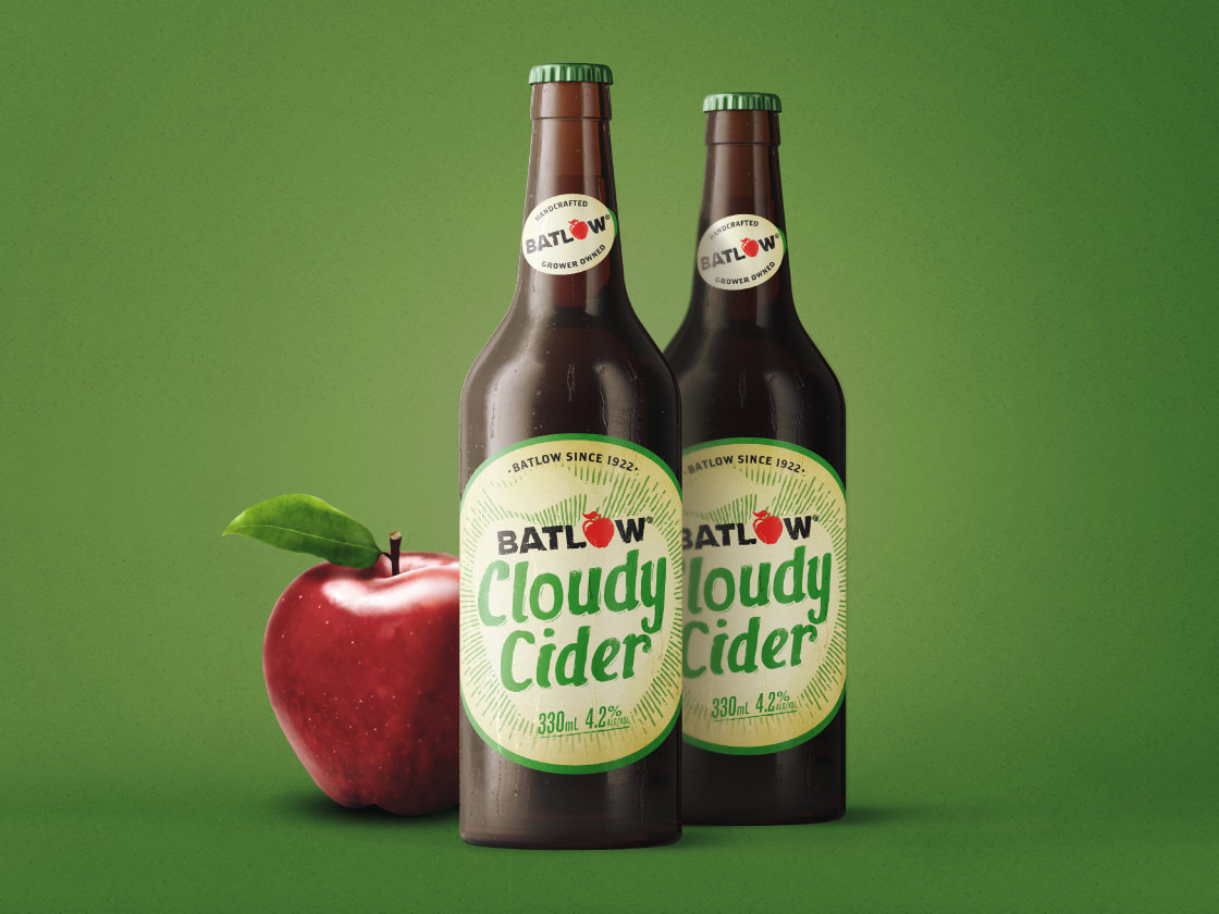 Batlow cloudy Cider bottle with apple